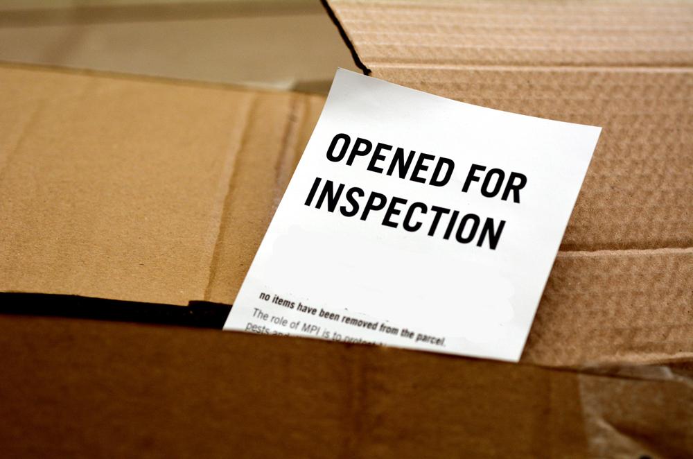 Crescono i sequestri in dogana di merci contraffatte in piccole spedizioni